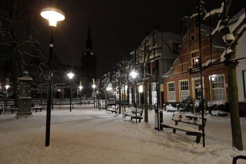 Kerkplein in winterse tooi
